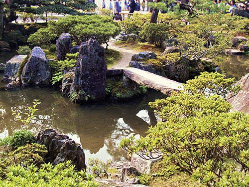 Zen japanese water garden designs water garden koi for Japanese koi pool